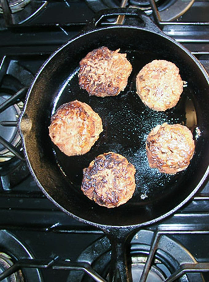 Risotto cakes with roasted fennel and tomatoes - the perfect make-ahead dinner party recipe l panningtheglobe.com