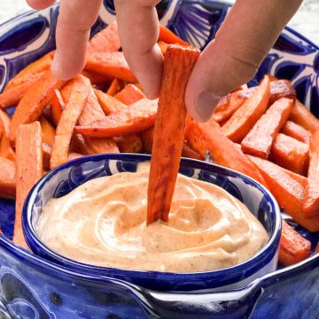 Sweet and spicy baked sweet potato wedges with chipotle aioli dipping sauce! An addictively delicious healthy appetizer recipe, side dish or game day treat.