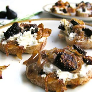 Goat Cheese Caramelized Onion and Fig Bruschetta is an incredible party appetizer that always gets raves and requests for the recipe. Goat Cheese, Caramelized Onion & Fig Bruschetta. Make ahead. Heat and serve warm on baguette slices or crackers l www.panningtheglobe.com