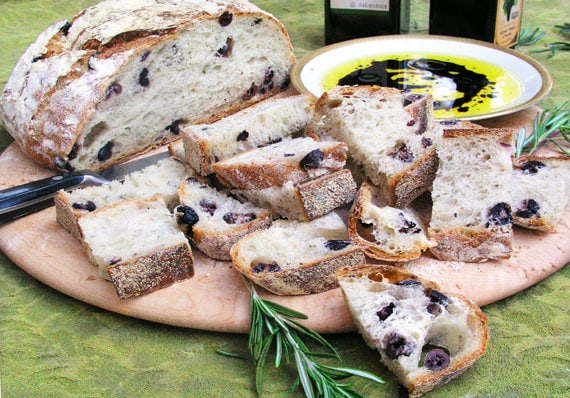 Olive Bread with olive oil and balsamic to dip