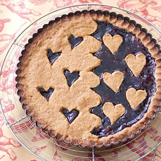 A delicious Linzertorte for Valentine's Day - Panning The Globe