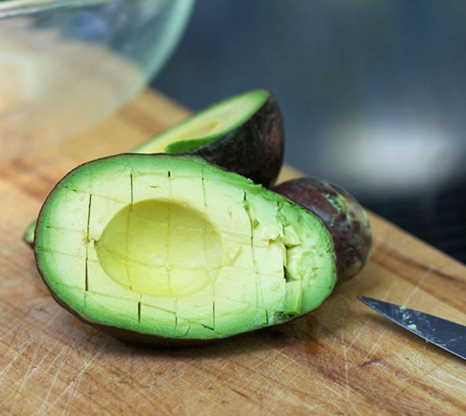 How to cut avocadoes