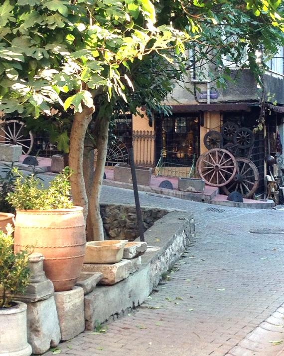 istanbul-cobblestone-street