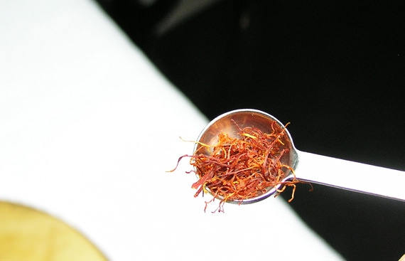 1/4 teaspoon saffron threads