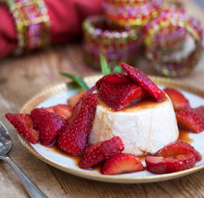 Vanilla Panna Cotta with Balsamic Strawberries - the perfect dinner party dessert | Panning The Globe