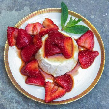 Vanilla Panna Cotta with Balsamic Strawberries|Panning The Globe
