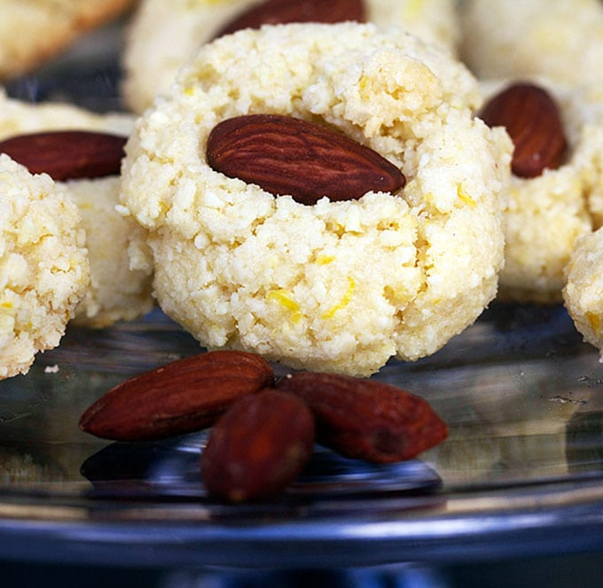 Flourless Almond Cookies from Spain by Panning The Globe