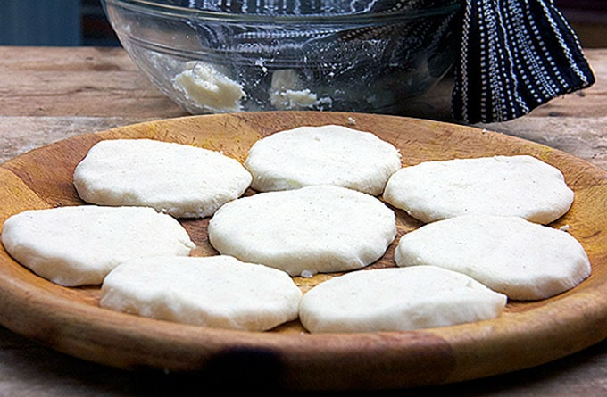 shaping arepas