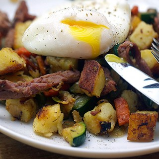 Corned Beef Hash with vegetables - Panning The Globe