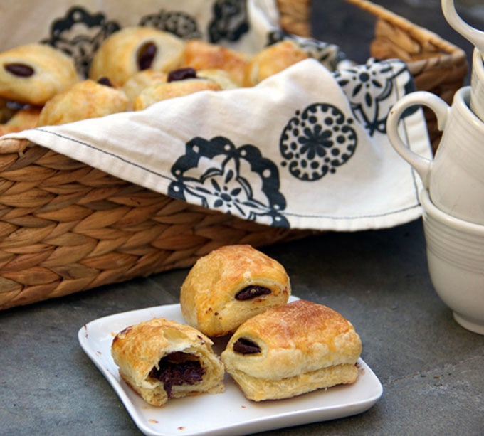 Pain Au Chocolate| an easy recipe for delicious French chocolate croissants | Panning The Globe