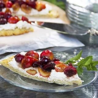 fresh cherry tart with ricotta