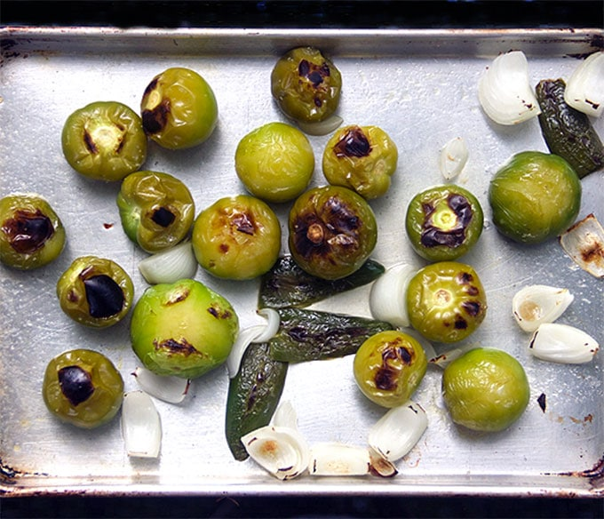 How to make roasted tomatillo salsa|Panning The Globe