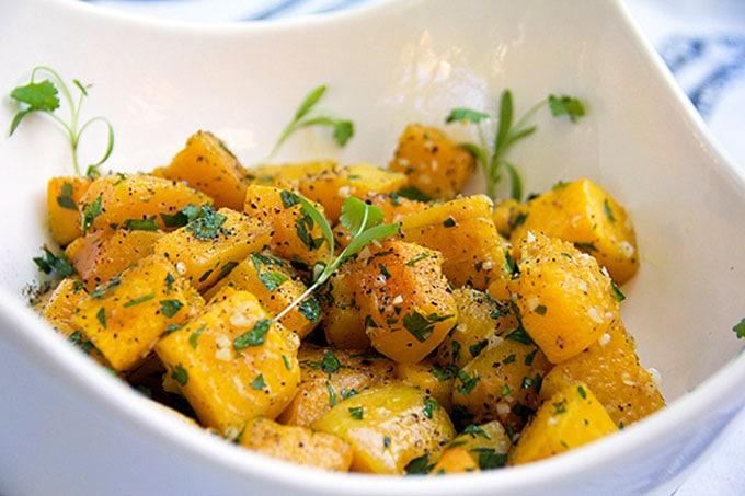 Garlicky Roasted Butternut squash - delicious side dish | Panning The Globe