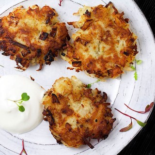 How to make delicious Potato Latkes, the easy way • Panning The Globe