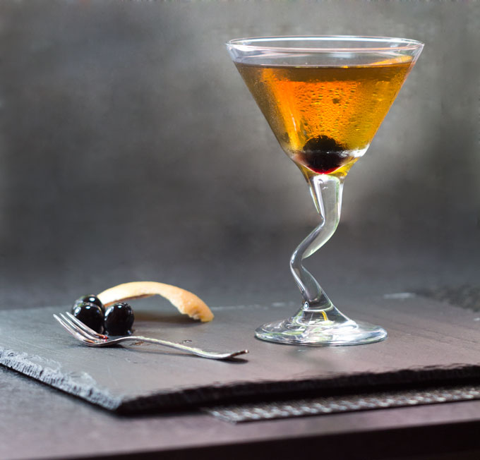 Hot to make a Perfect Manhattan - Recipe and Technique on Panning The Globe