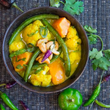 Sri Lankan vegetable curry with toasted cashews