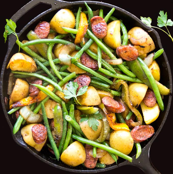 Sausages, Onions, Potatoes, Peppers and Green Beans - a hearty delicious weeknight dinner recipe - Panning The Globe