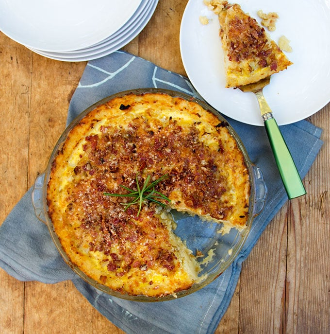 Potato-crusted Cauliflower Gruyere Pie with Bacon-Parmigiana Crumb Topping|Panning The Globe