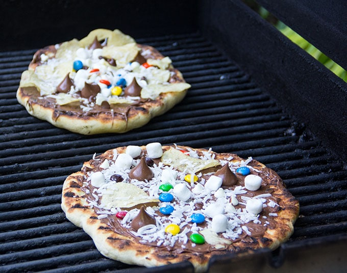 how to make grilled chocolate pizza