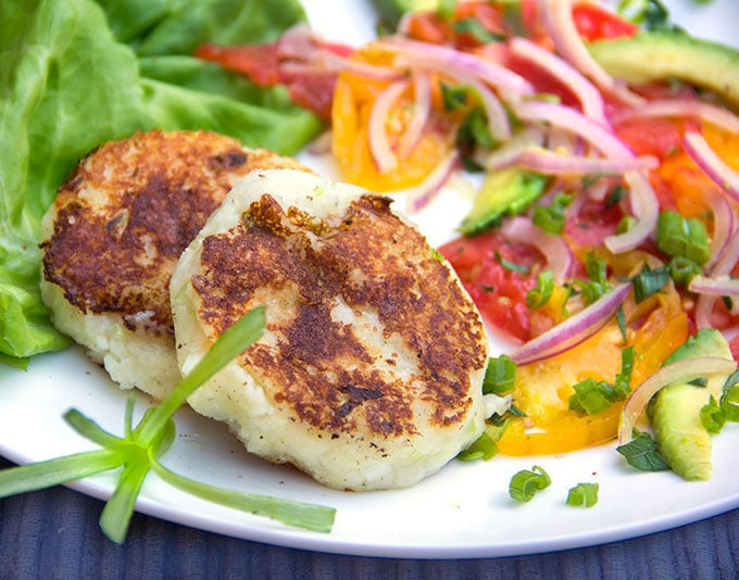 If you love potato pancakes, you've got to try these scrumptious Ecuadorian cheese and potato patties, also called Llapingachos. Just 3 main ingredients. Naturally gluten free. Delicious with tomato avocado onions salad (recipe included) I panningtheglobe.com