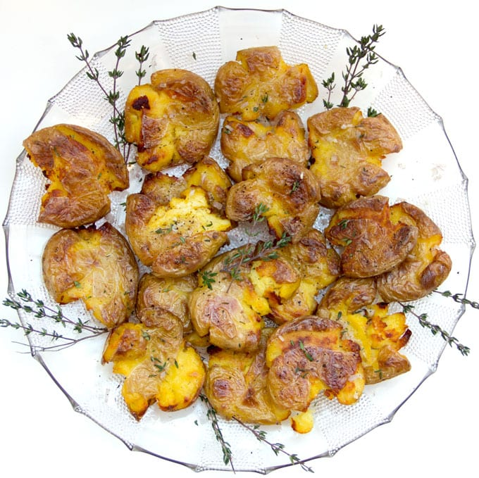 Crispy Smashed Potatoes • a stellar potato dish that's perfect for entertaining • Panning The Globe