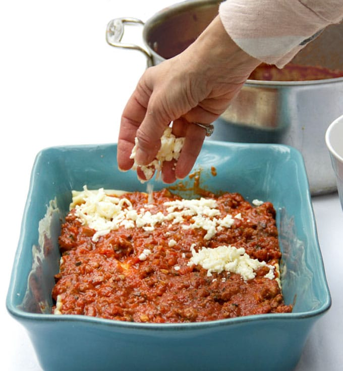 Rich flavorful meaty tomato sauce with ground beef and sausage layered with noodles and three cheeses. No bechamel sauce needed in this simple, delicious lasagna recipe - my favorite recipe for classic Italian lasagna l panningtheglobe.com