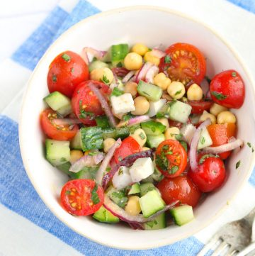 Mediterranean chickpea salad with cucumbers, feta, cherry tomatoes, herbs and lemony dressing. Yum! l www.panningtheglobe.com