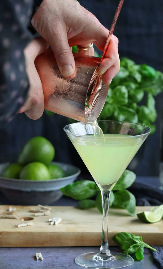 This Basil Vodka Gimlet is a refreshing lime and basil-infused vodka cocktail with a touch of sweetness made with muddled basil, fresh lime juice, vodka and simple syrup l panningtheglobe.com