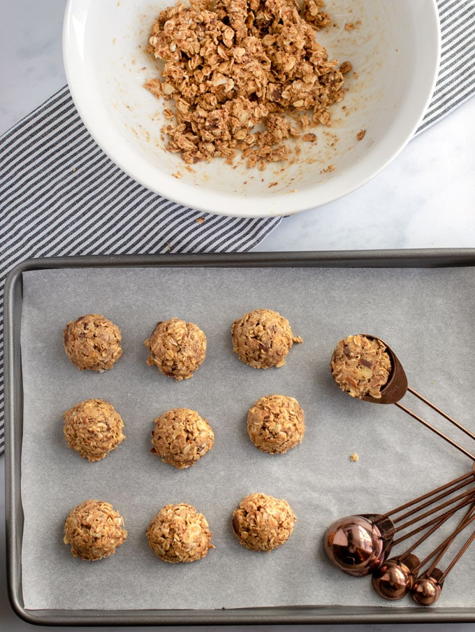 Showing how to make no bake oatmeal peanut butter bites using a measuring spoon